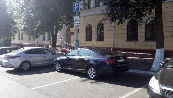 В Брянске запасливый водитель занял два места для инвалидов