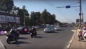 Жителей Брянска привела в восторг свадьба на мотоциклах