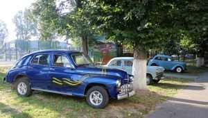 В Почепе в День города провели выставку ретроавтомобилей