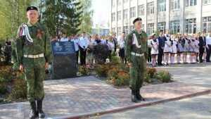 В Клетне открыли памятник генерал-майору авиации Политыкину