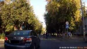 В Брянске водителя Toyota наказали по видео за обгон на переходе