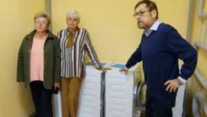 Фонд Карлова привез в Клинцы пять стиральных машин