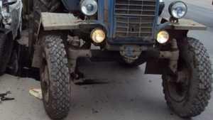 В Почепском районе легковушка столкнулась с трактором МТЗ-82