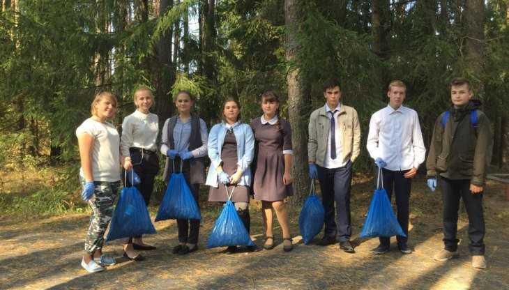 Брянские школьники собрали жёлуди в рамках акции «Живи, лес!»