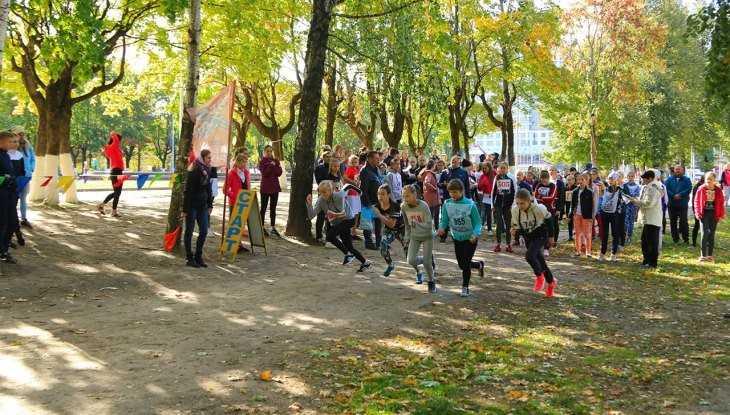 Брянские школьники пробежали легкоатлетический кросс в «Соловьях»
