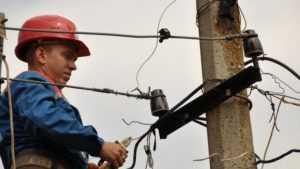 Сильный ветер оставил без света тысячу домов в Выгоничском районе