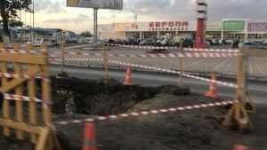 В Брянске новый асфальт Московского проспекта испортили огромной ямой