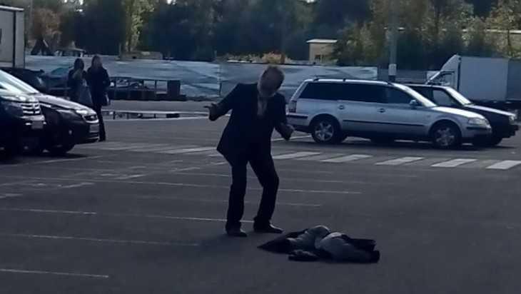 В Брянске сняли видео о танцующем возле «Линии» дедушке