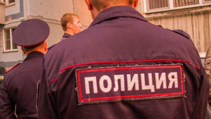 Житель Дубровки ударил полицейского кулаком