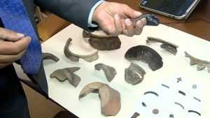 В Брянске археологи при раскопках нашли украшения и нож XII—XIII веков