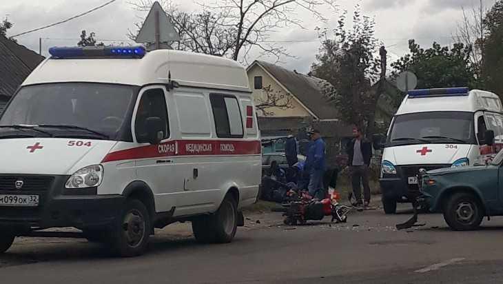 На улице Почтовой в Брянске «Жигули» сбили мопед с двумя подростками