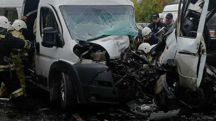 В Фокинском районе Брянска «ГАЗель» столкнулась с микроавтобусом