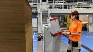 На брянской фабрике зарплата достигла рекордных 48 тысяч рублей