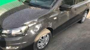 В Брянске начали поиски вандала, который покорежил автомобиль