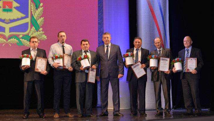 Губернатор Богомаз поздравил брянских нефтяников и газовиков