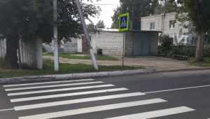 В Глинищеве нарисовали упирающийся в столб и забор пешеходный переход