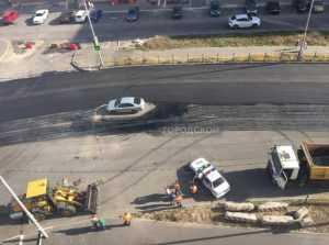На улице Романа Брянского чуть не закатали в асфальт стоявший автомобиль