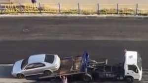 В Брянске автомобиль принудительно убрали с пути асфальтоукладчика