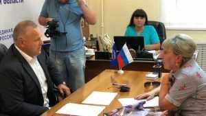 Валентин Суббот провёл приём граждан в общественной приёмной в Брянске