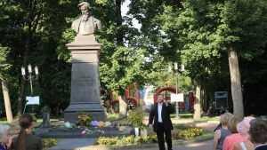 В день рождения Алексея Толстого жители Брянска прочли стихи поэта
