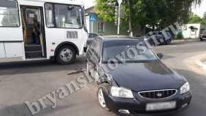 В Новозыбкове легковой «Хендай» врезался в автобус