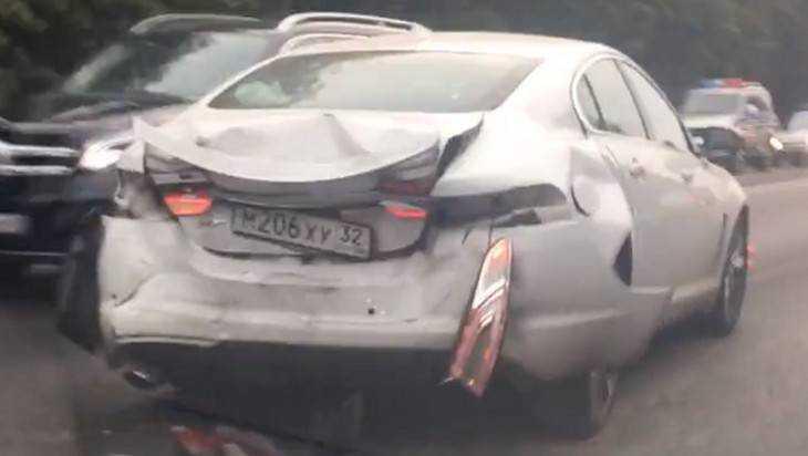 Под Брянском дама на Renault протаранила дорогой Jaguar