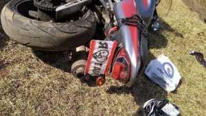 В Клинцах удиравший от полиции мотоциклист врезался в Kia и покалечился