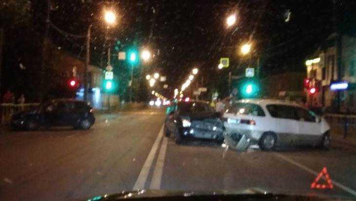 В Брянске на проспекте Станке Димитрова столкнулись три автомобиля
