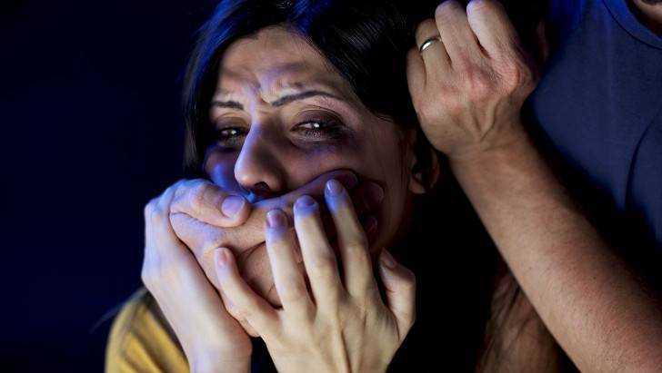 Напавший в Брянске на женщину грабитель получил по заслугам