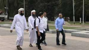 Посланники султана в белом прошлись по Брянску