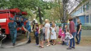 В Новозыбкове дети из социального приюта стали пожарными