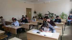 В Брянске развенчали сплетни о поставленных на коленях студентах