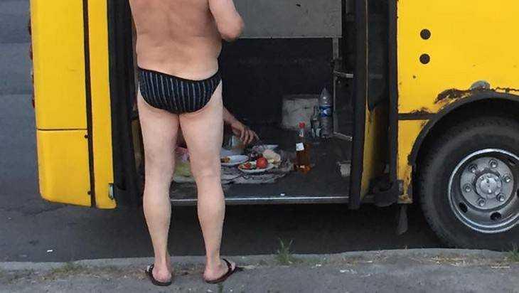 В Брянской маршрутке пассажиры отстояли право пьяного парня на сдачу