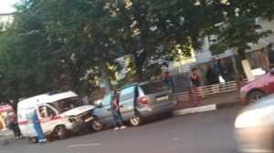 В центре Брянска в аварию попала машина скорой помощи