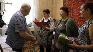 К брянским ветеранам нагрянули с визитом Почета гости
