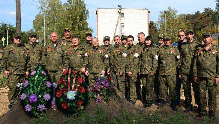 В навлинском сквере захоронили останки погибших советских воинов
