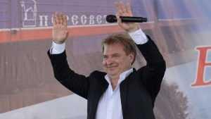 В Брянске на Дне города выступит известный певец Александр Добронравов