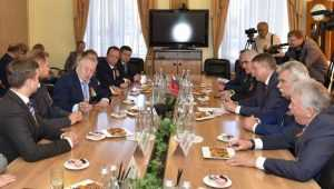 В Брянске лидер ЛДПР Жириновский похвалил картофель и тепловозы