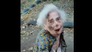 В Клинцах пьяный мужчина жестоко избил незнакомую 88-летнюю бабушку