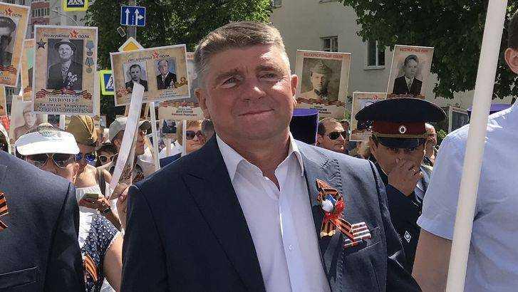 Суд оставил под арестом обвиняемого в коррупции брянского депутата Гапеенко