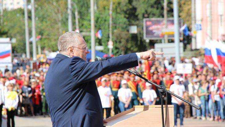 В выступлении на площади Партизан Жириновский назвал Брянск красавцем