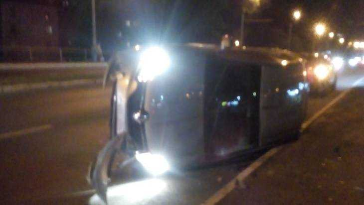 На мосту возле станции Брянск-II перевернулся автомобиль «Рено»