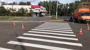 Наулице Романа Брянского пешеходов по «зебре» направили в столб