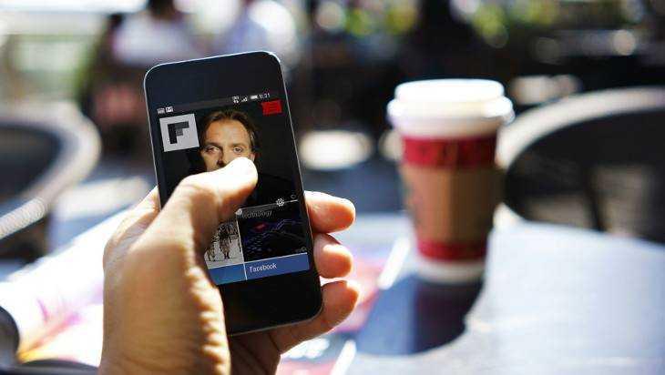 В Брянске посетитель кафе украл у официантки мобильник