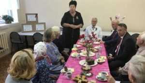 Ветеранов войн в брянском госпитале поздравили чиновники и депутат