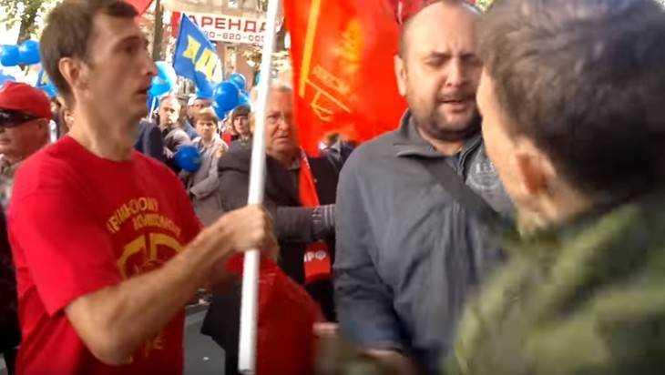 В Брянске коммунисты учинили драку и обвинили в провокации чиновников