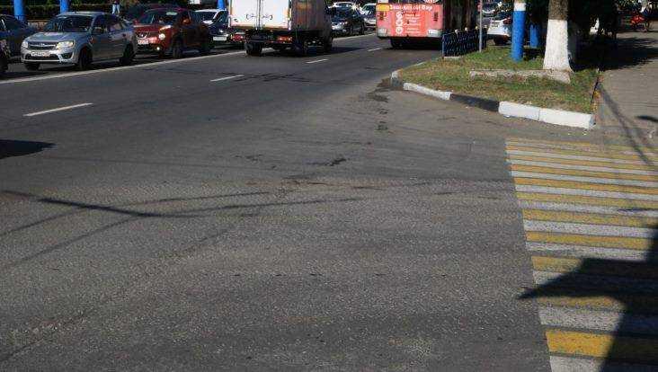 Власти Брянска рассказали о повреждениях дороги танками во время парада