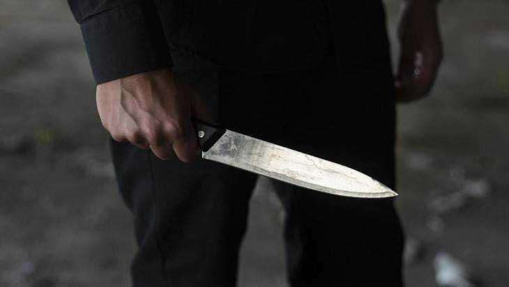 Дебошир в Клетне ударил ножом свидетеля семейной ссоры