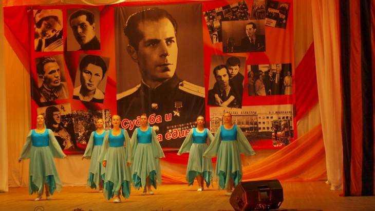 В Брянске отметили 120 лет со дня рождения Дмитрия Медведева