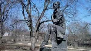Ушёл из жизни известный брянский скульптор Алексей Кобилинец